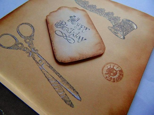 Carte doré papillon steam vintage ciseau couture bouton dentelle