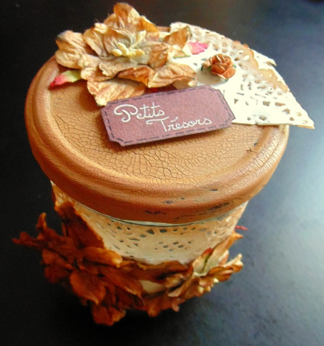 customisation pot bocal ellana scrap ellanascrap étiquette vintage shabby napperon fleur marron