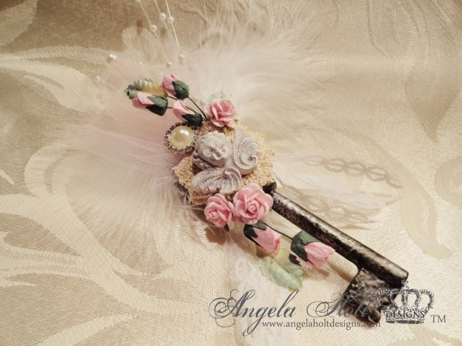 angela holt clé key shabby