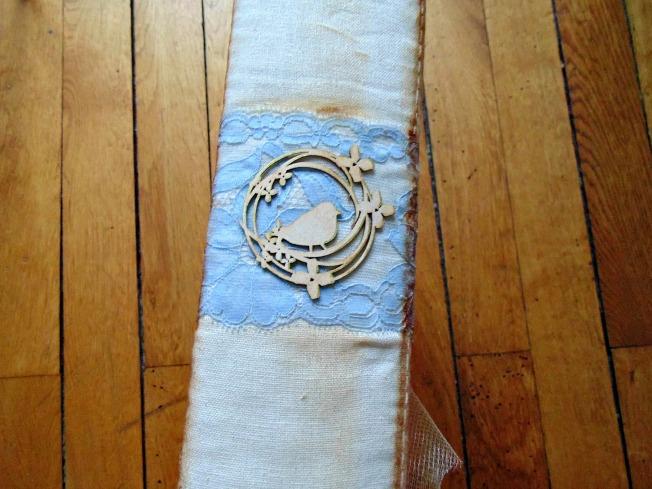 album couverture tranche bleu dentelle bois crème oiseau