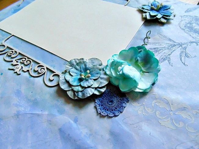 page fleur bleu turquoise beige bleu foncé dentelle