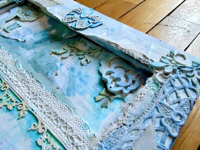 toile mixed media papillon fleur bleu romantique dentelle blanche