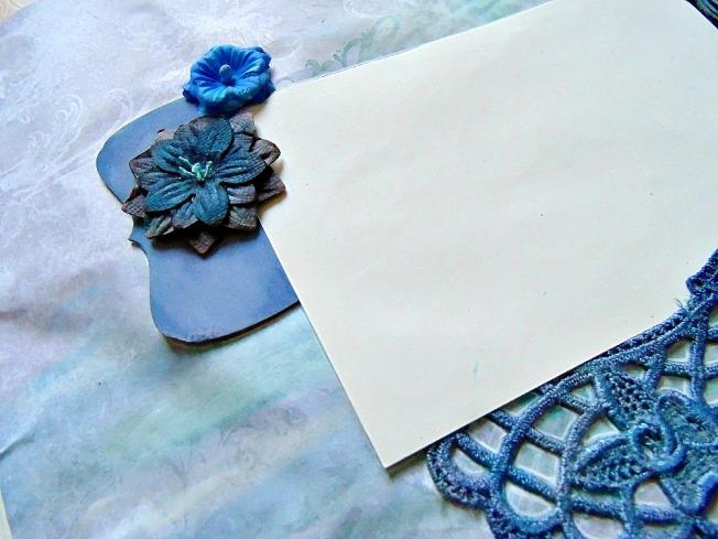page bleu foncé fleur dentelle bois